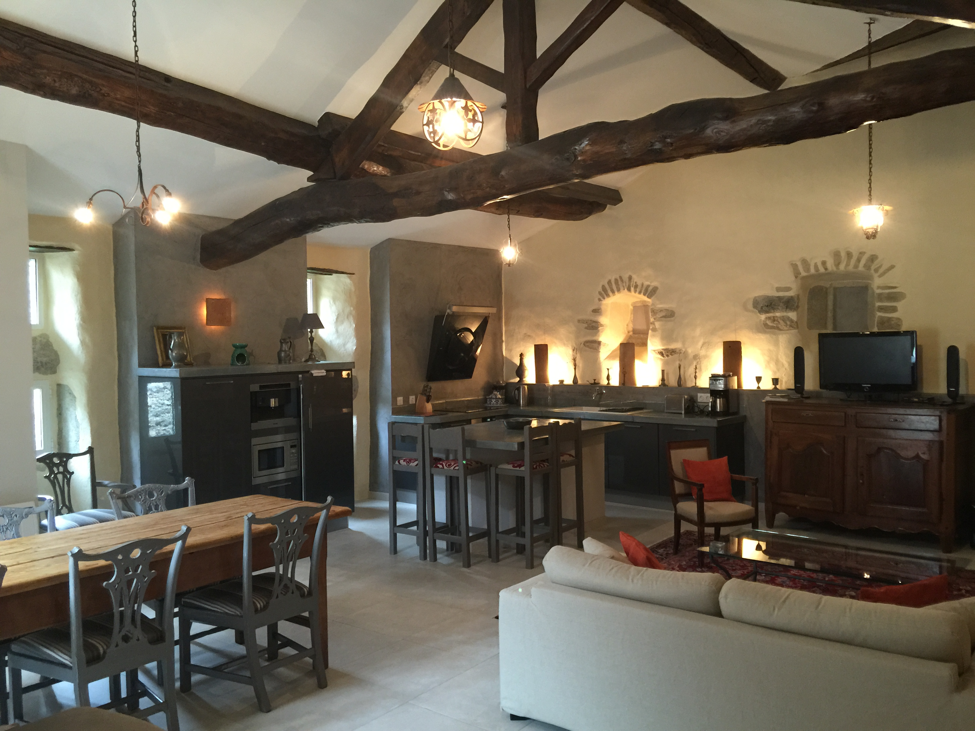 Appartement-cornier-salon-chateau-rode-aumessas-location-vacances-cevennes-gard